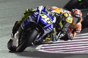 Rossi e Marquez mentre tirano come le bestie