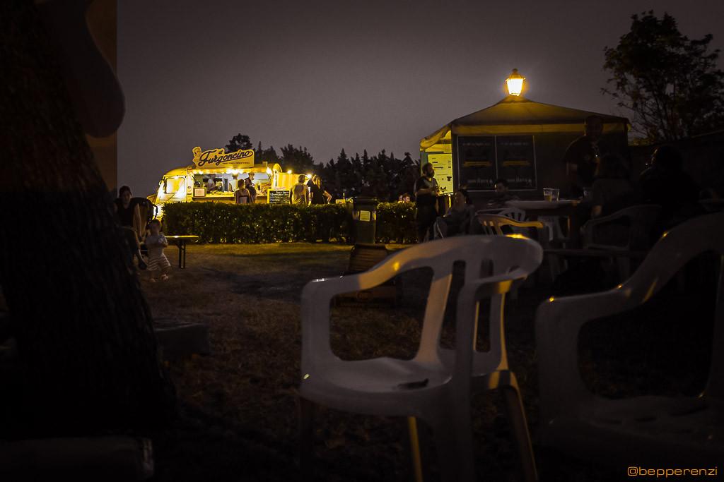 La sagoma inconfondibile del Furgoncino, nella penombra dell'area Rock di Novilara
