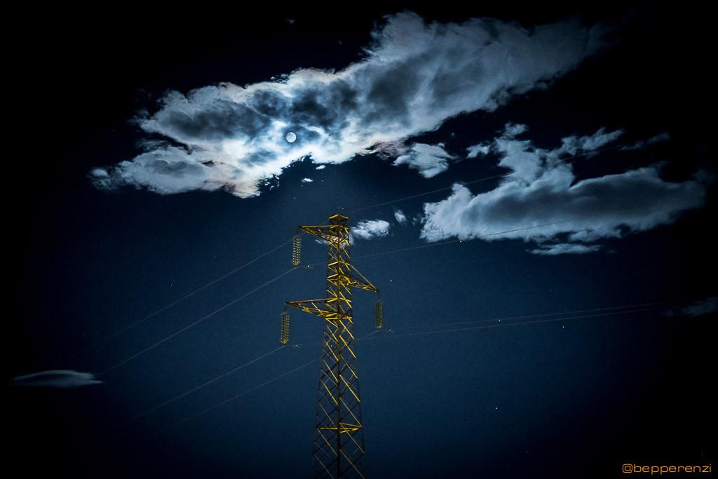 la luna illumina da sempre la nostra terra, tecnologica oppure no